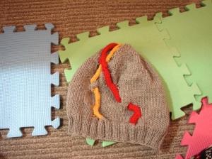 Un bonnet de super-héros, ou presque (# tuto - intarsia cabling)